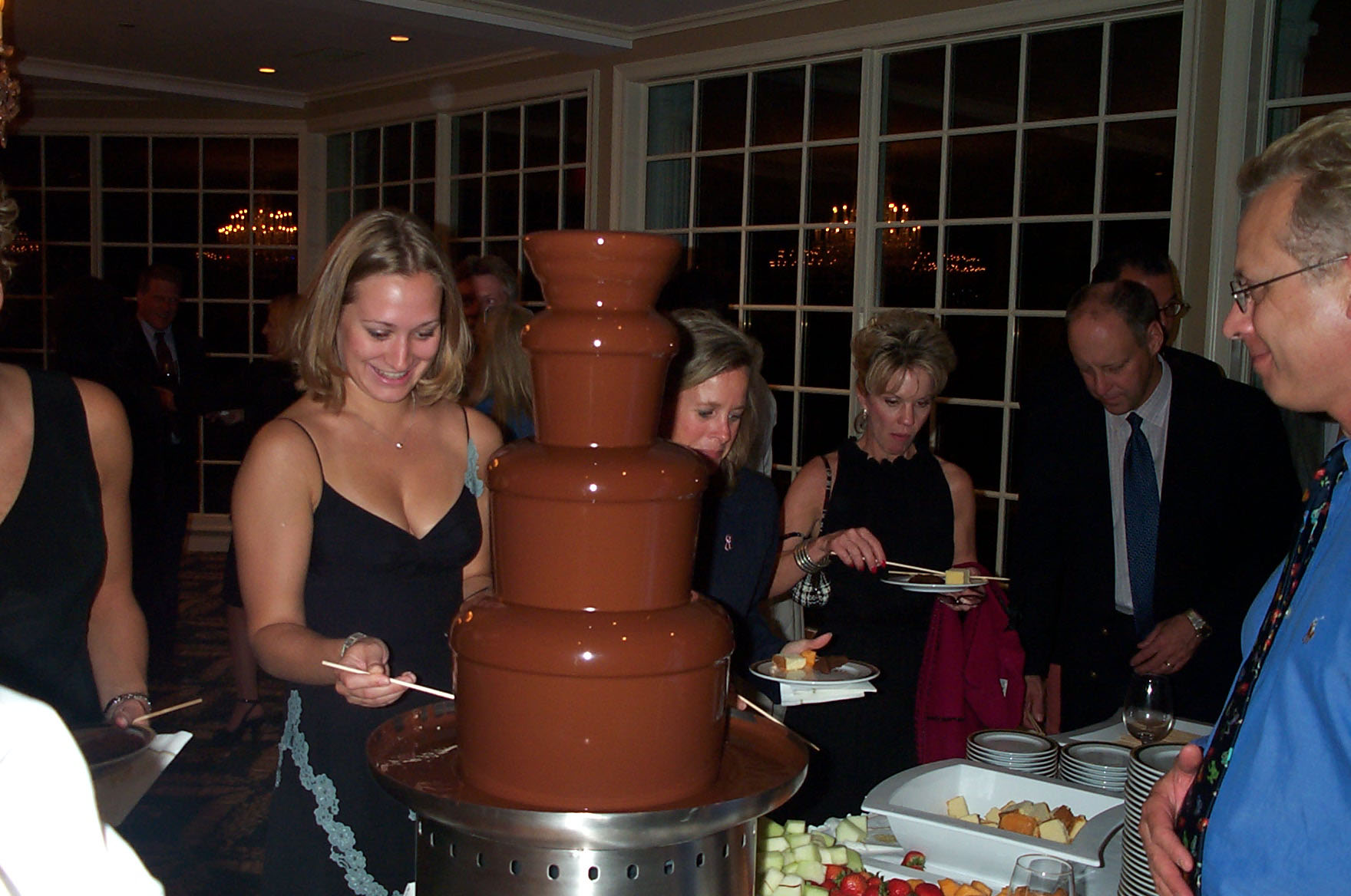 trump-chocolate-fountain-golf.event